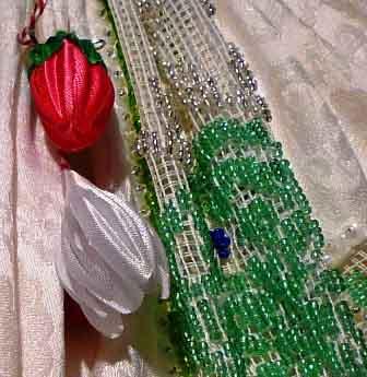 Aromaterapia, olio essenziale di Rosa Bulgara e abiti ricamati
