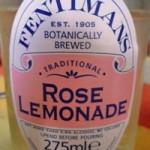 bevanda all'olio essenziale di rosa