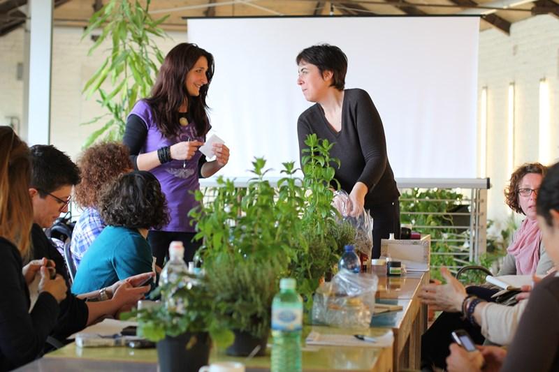 Corso di Aromaterapia e Autoproduzione di oleolit i e tinture profumati con piante fresche a Venezia